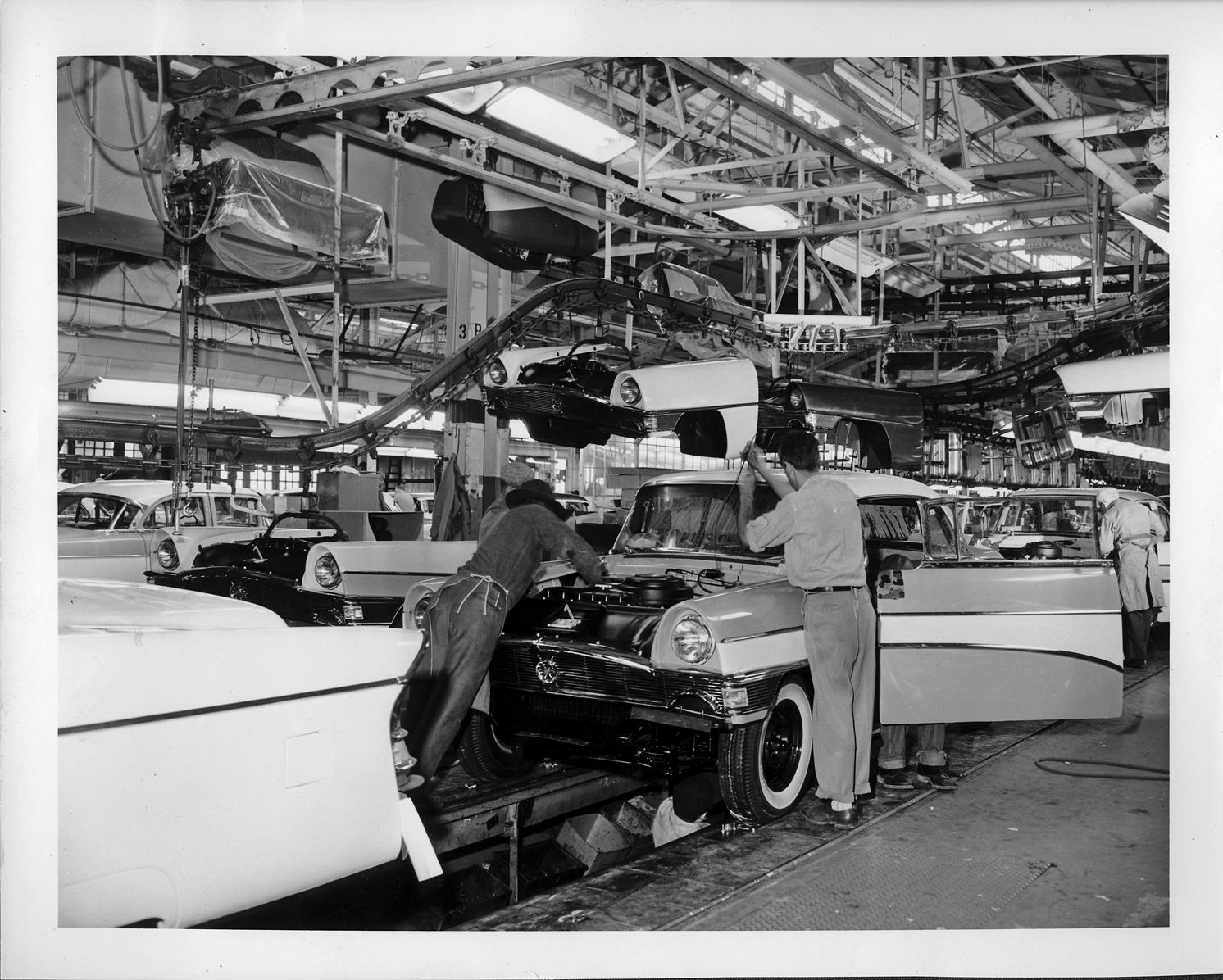 1956 packard bodies on assembly line dpl dams. Black Bedroom Furniture Sets. Home Design Ideas