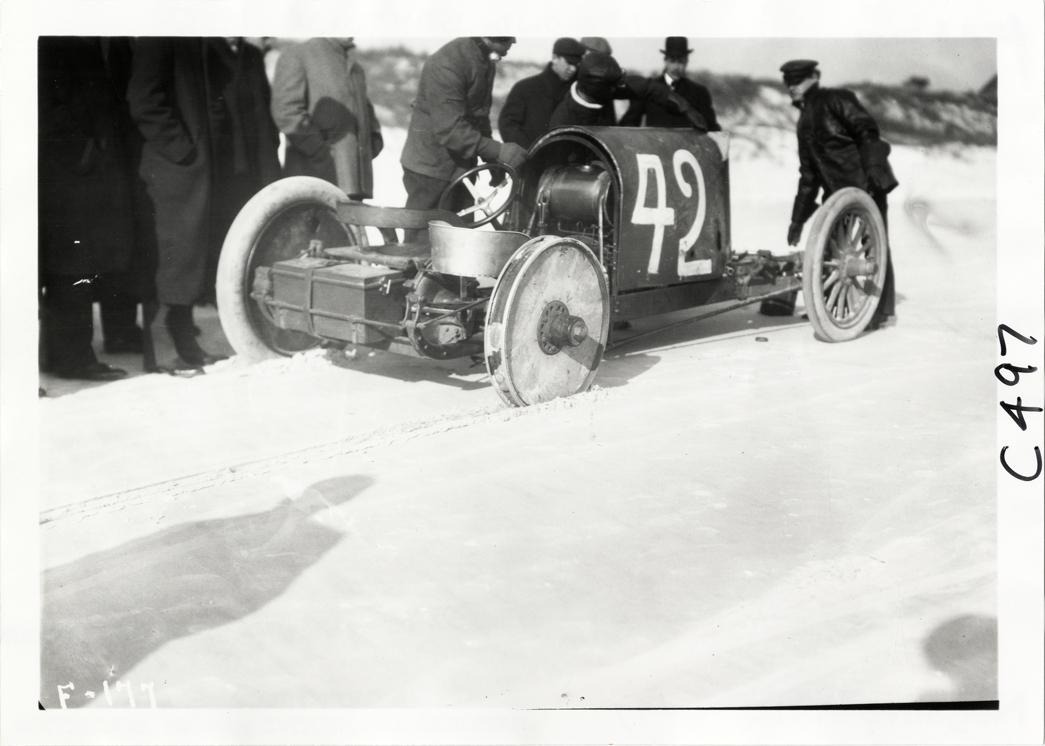 Men looking at Peerless Green Dragon racecar, 1905 Ormond-Daytona races |  DPL DAMS