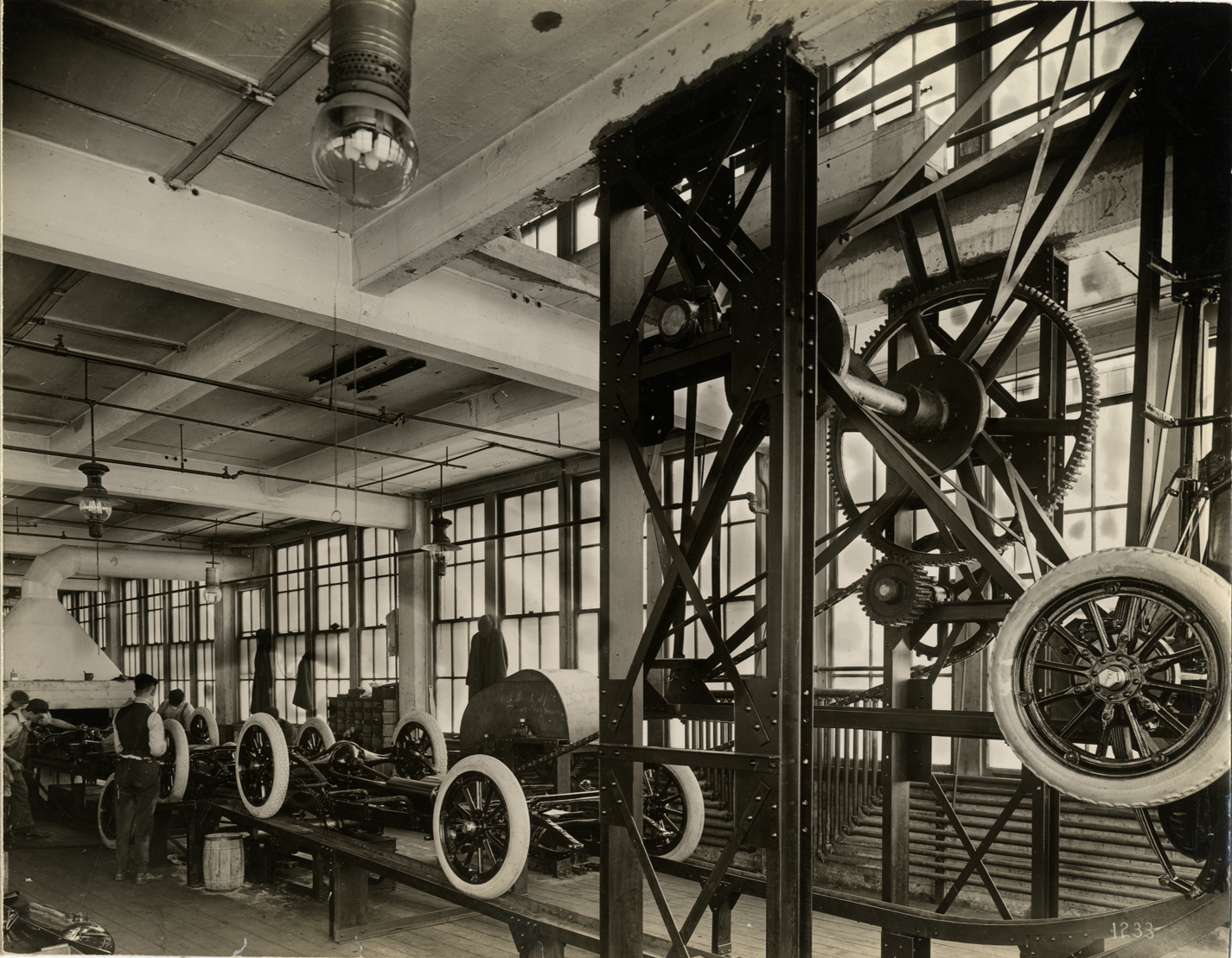 Automobile chassis on elevating conveyor, Chalmers Motor Company factory