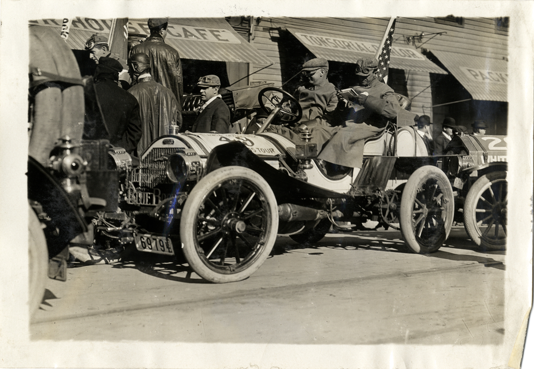 Motorists in Apperson automobile, 1909 New York-Atlanta Good Roads ...