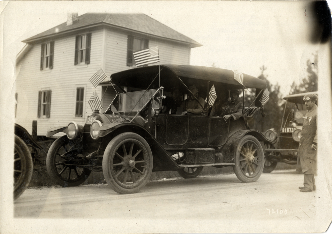 Edgar Kellogg And Motorists Posing In 1912 Cadillac Automobile 1911