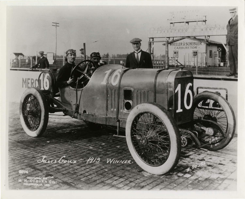 jules goux and passenger posing in peugeot racecar 1913. Black Bedroom Furniture Sets. Home Design Ideas